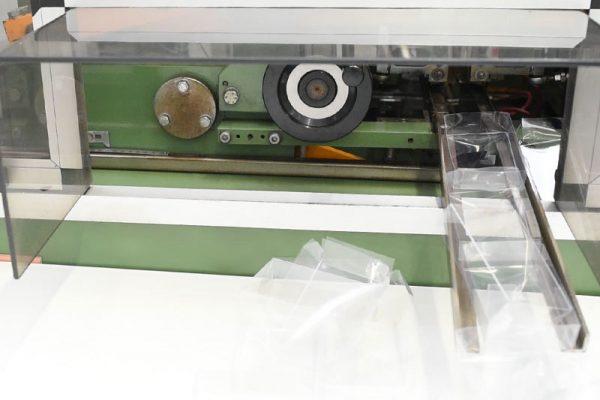 Macchinario per la realizzazione di scatole in PVC per confezionamento alimentari | Implast Srl